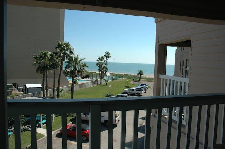 Beachfront condo close to local attractions