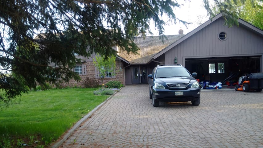 Kawarthas- Isolation with Internet -Priced Reduced