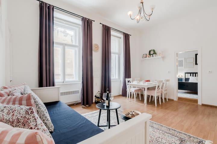 APT. near CHARLES BRIDGE*FREE NETFLIX