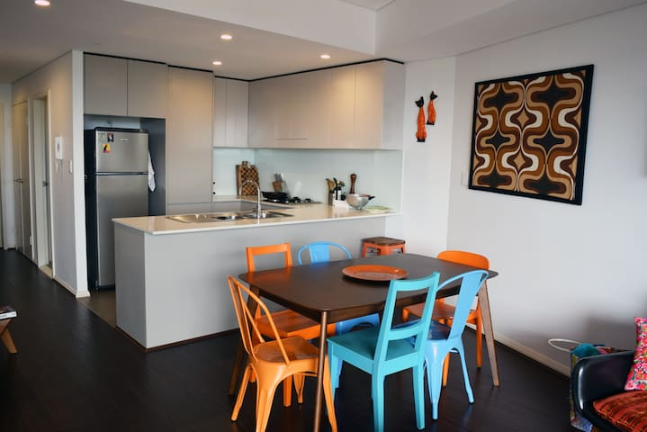 Large colourful apartment in the heart of redfern - Redfern - Huoneisto
