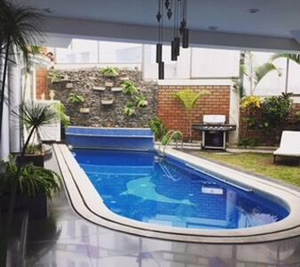 Acogedora casa con piscina y 4 amplios dormitorios