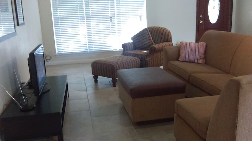 Single Professional Extended Room Rental