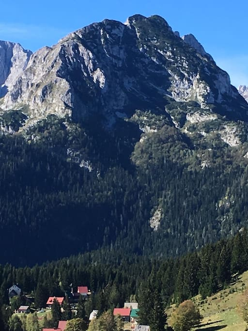 Vista Durmitor is in the village of Ivan Do at the foot of the Durmitor Mountain range