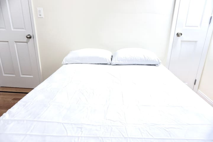 Room with Double Bed 20m NYC, JFK, 10m Laguardia