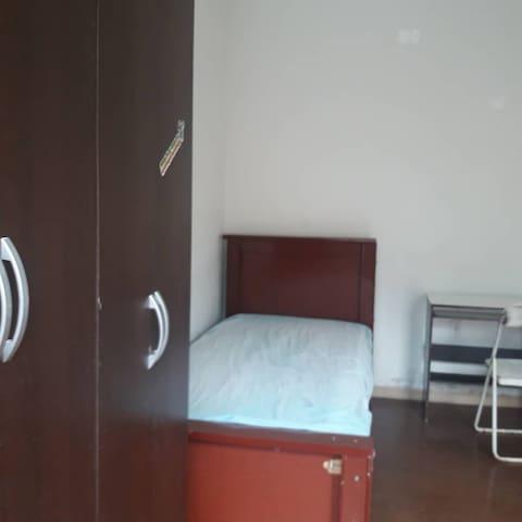 Aluguel de quartos.