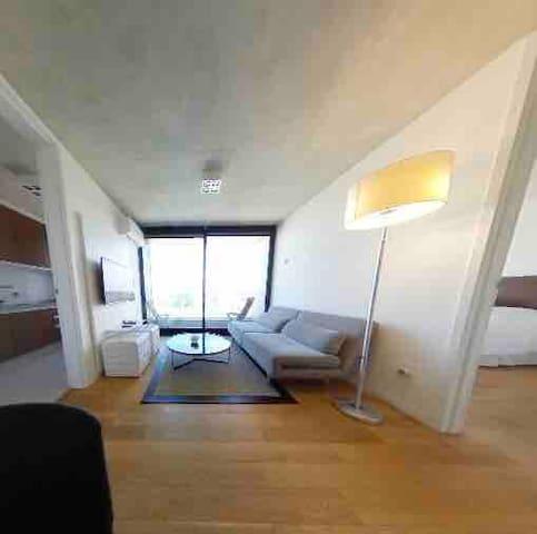 Apartamento de 1 dormitorio con servicios