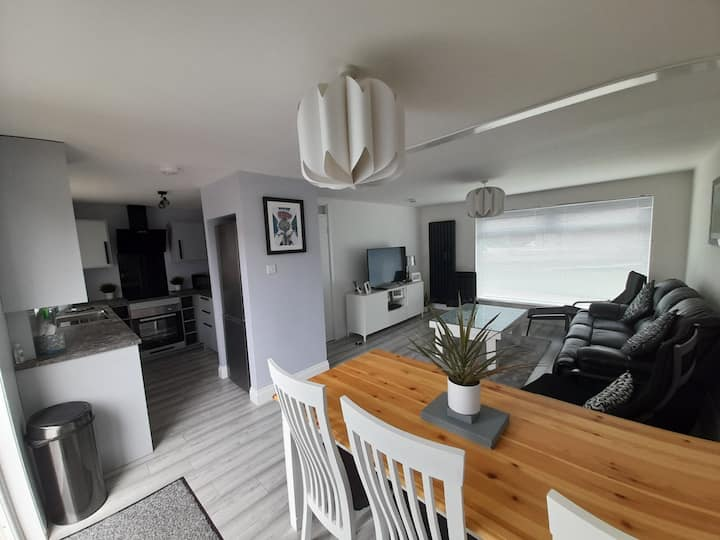 20% Off St Andrews 3 Bed House with Private Garden