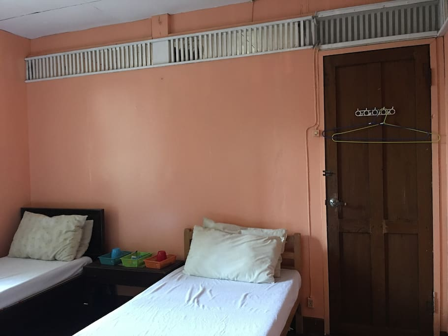 Bedroom 2 for 2 is airconditioned