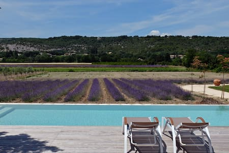 gites en Drome provençale  en pleine campagne - Huoneisto