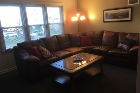 2 Bedroom Apt - Downtown Skokie - Skokie
