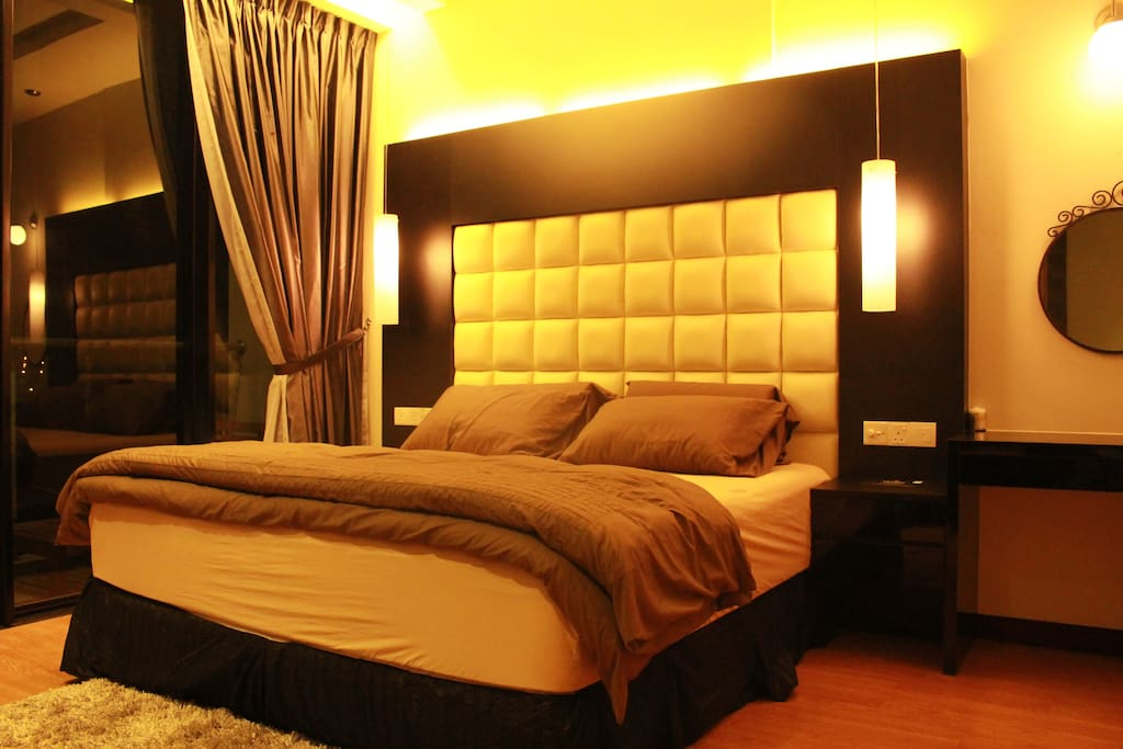 Master bedroom en-suite with one King bed and balcony
