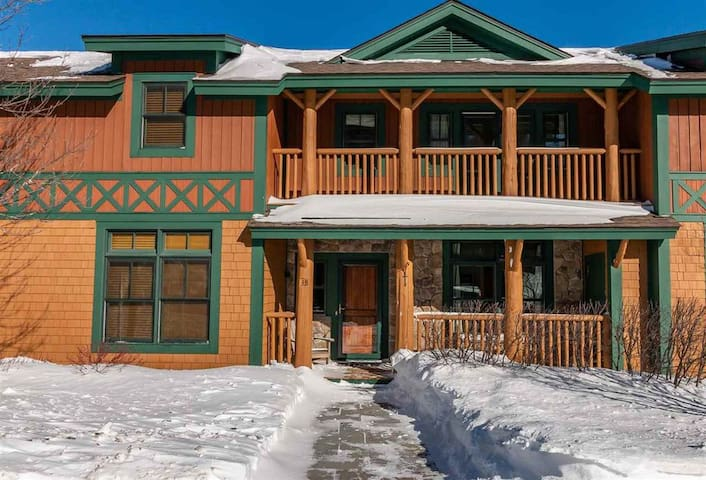 NEW!! Ski Chalet located trailside with Hot Tub!