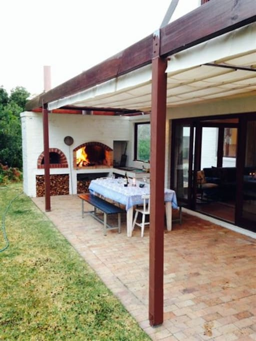 Porch with barbeque and pizza oven facilities