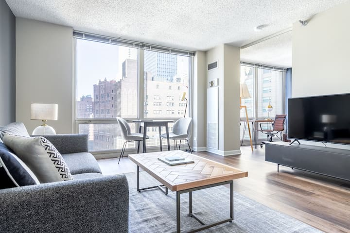 Lux River North 1BR w/ Gym, W/D, near Magnificent Mile, by Blueground