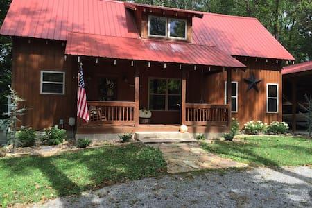 Modern Cabin in Centerhill Shores - Smithville - Casa