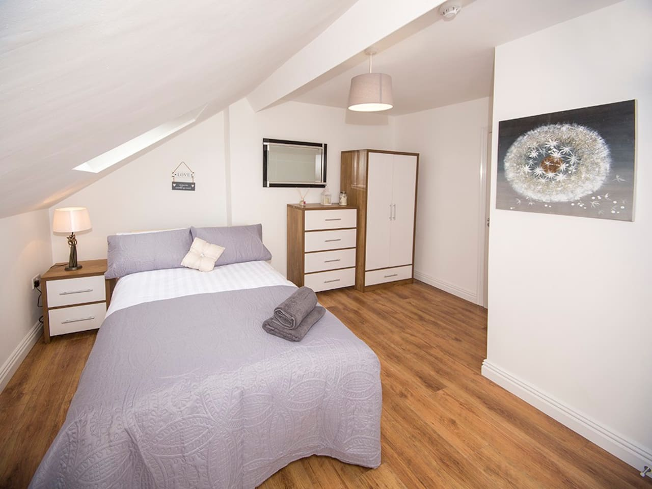 Six double bedrooms all en site shower rooms. Fully equipped  kitchen and two dining tables providing seating for up to 12 guests. Free wifi, fresh towels and lined provided. Great access to the city, SSE arena and the Titanic quarter.