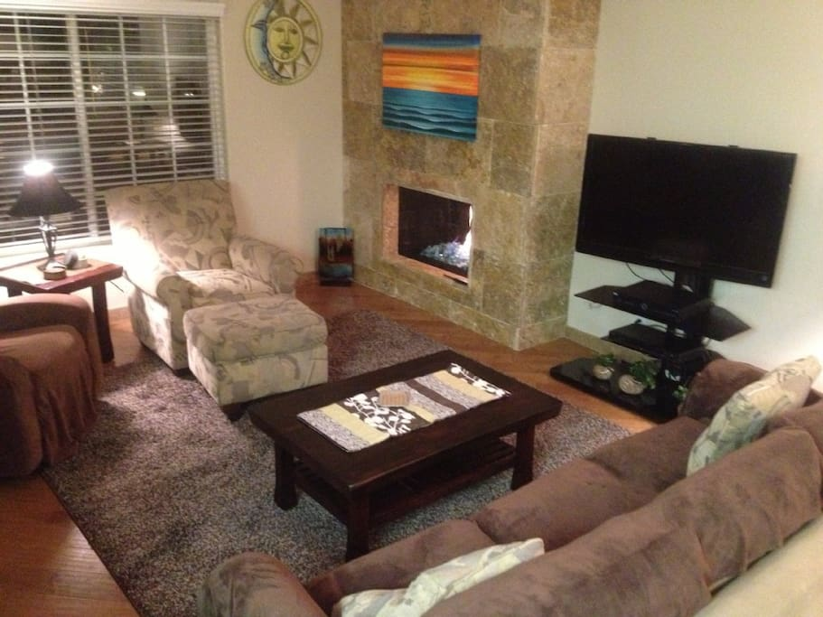"LIVING ROOM, GAS FIREPLACE, 40""TV CABLE AND WiFi"