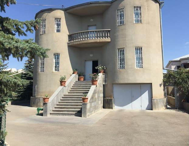 Сдается 3-х этажный дом с садом - Erywań - Dom
