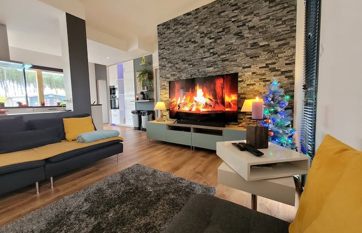 Villa neuve moderne avec piscine chauffée