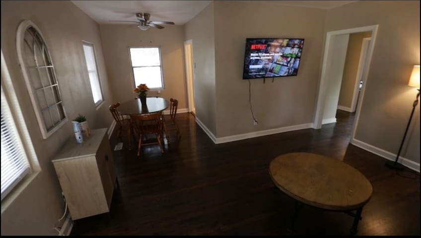 15 MIN from Lego Land! 3/2 Single Family Home!!