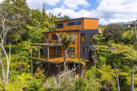Tree Top Sanctuary - Waitakere Ranges, Auckland