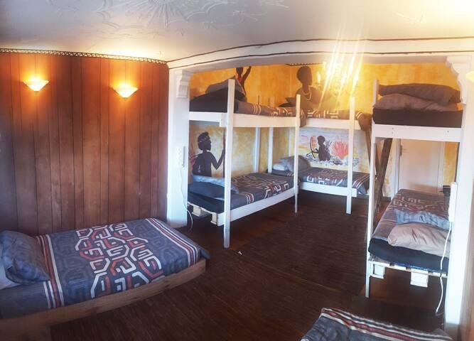 #8 Koi San - Bed in 8 Sleeper Dorm - Durban North - Hostel