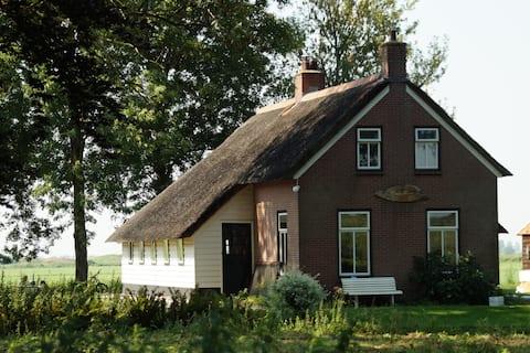 D'roomhuis in 'Klein Nederland' in de Weerribben