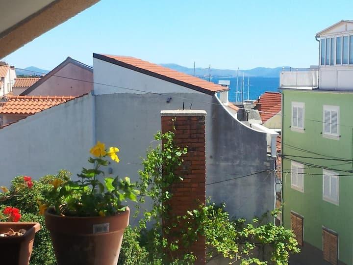 Apartmánové studio s balkónem a výhledem na moře Vodice (AS-12206-a)