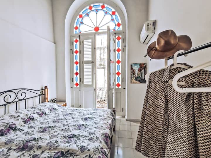 Cozy apartment with balcony in Old Havana