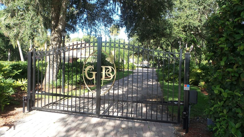 LAKE FRONT ! BEAUTIFUL ESTATE! - Sanford - Byt