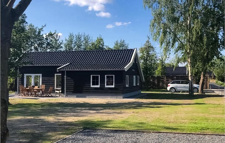 Holiday cottage with 3 bedrooms on 65m² in Strijen