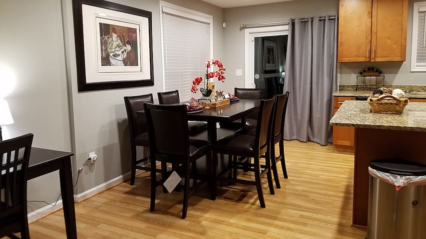 COZY rancher near MGM, Nat'l Harbor, and Wash DC - Oxon Hill - House