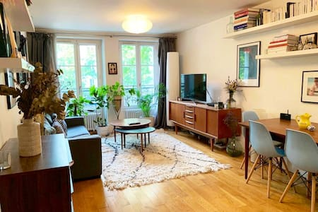 Lovely apartment a walk from Champs Elysées!