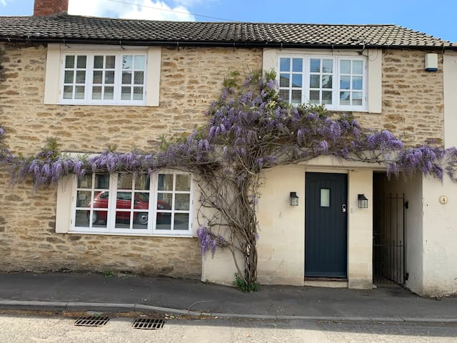 "A luxury cottage to rent  near ""COOL FROME"""