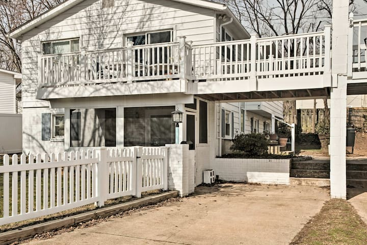 This quaint garden-level unit comfortably sleeps 4 with room for 1 more.