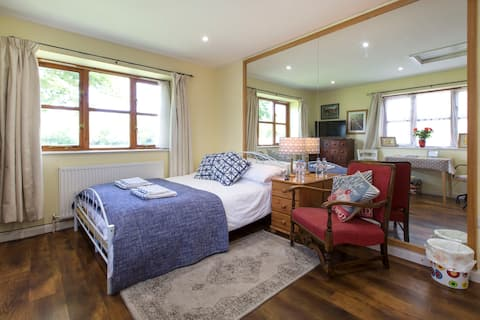 Meadow View Apartment, The Bell. Oxford/ Cotswolds