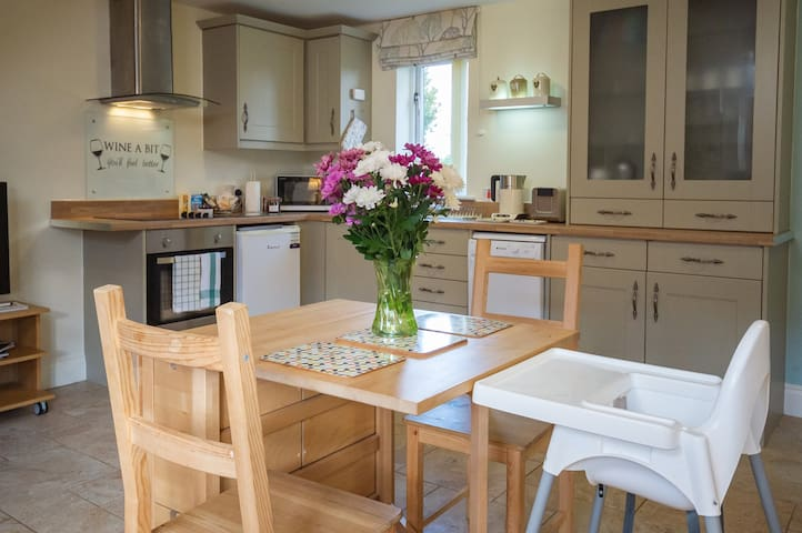 4* Family Cottage at Mollett's Farm