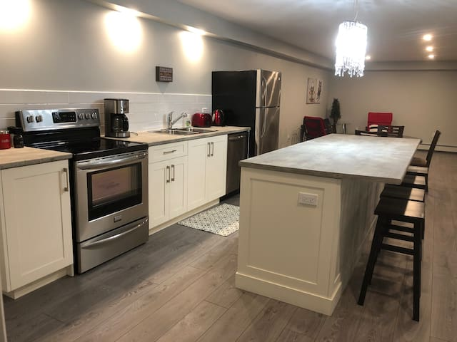 Lake and Vine - Suite 2 - 1100 sq.ft.