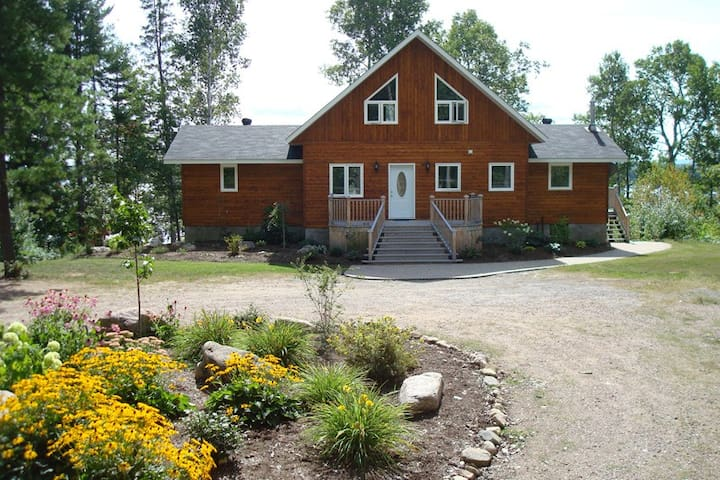 Luxury Waterfront Cottage - Golden Lake