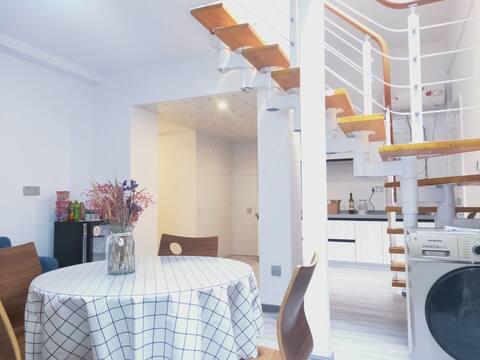 玻璃地面玻璃顶24小时新风全屋净水60平LOFT公寓
