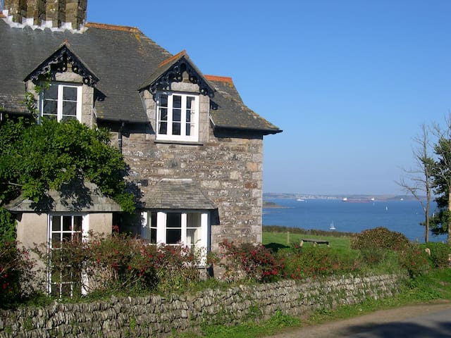 Old Coastguard Cottage with panoramic views - Manaccan - Huis