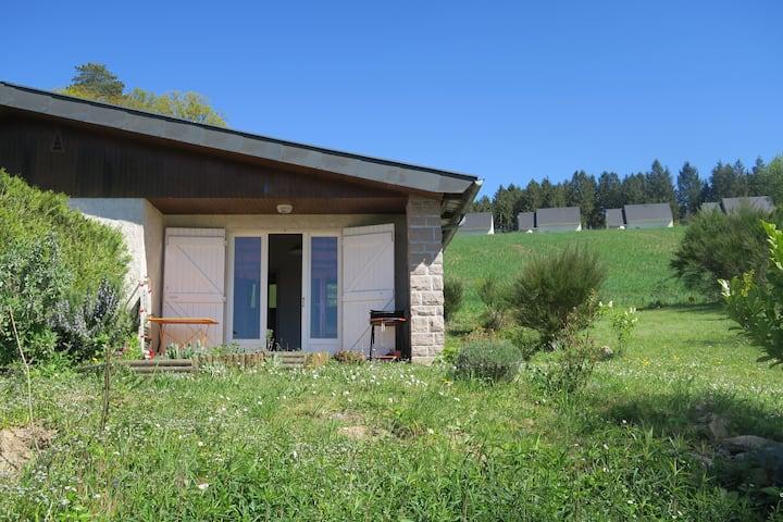 Villa calme avec jardin, à Treignac