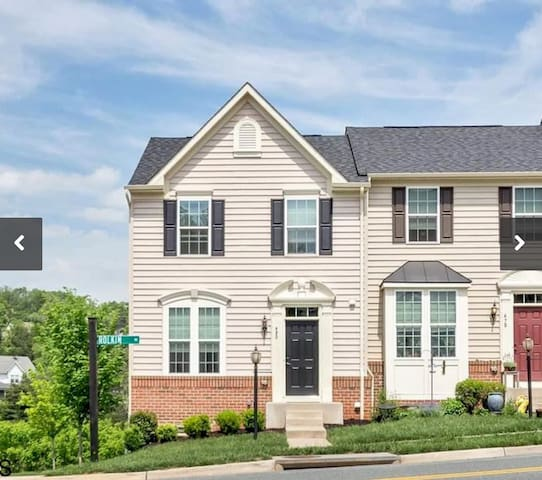 Pantops-Quiet Townhome near I-64 - Dog Friendly