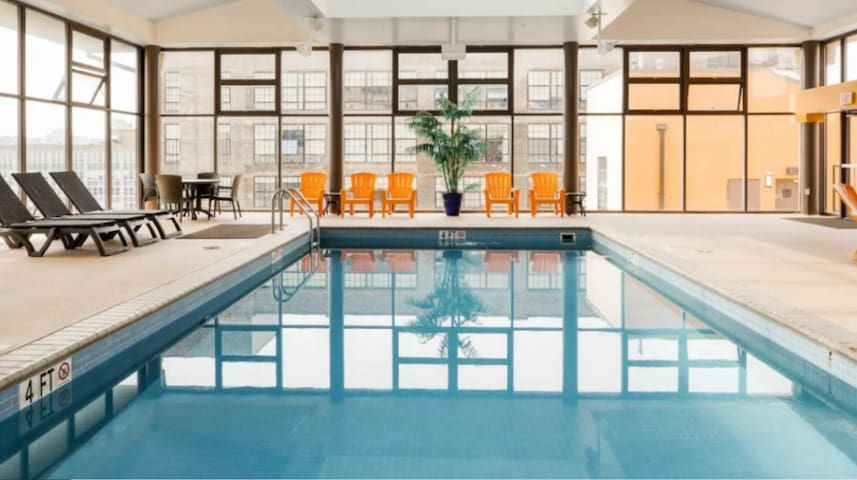 Glamorous Center City View,Pool,HotTub,Gym&Parking