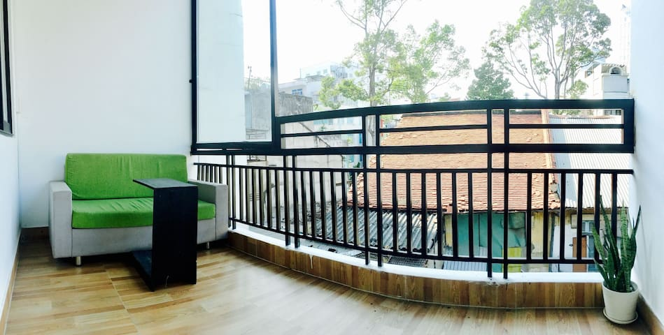 BALCONY @ Ben Thanh, wLocal Family 3T - Vui's Home