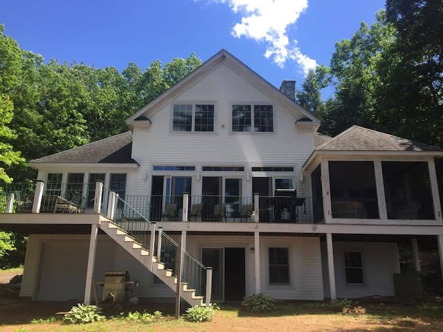 Spacious Lakehouse & Boat Launch, Pine River Pond