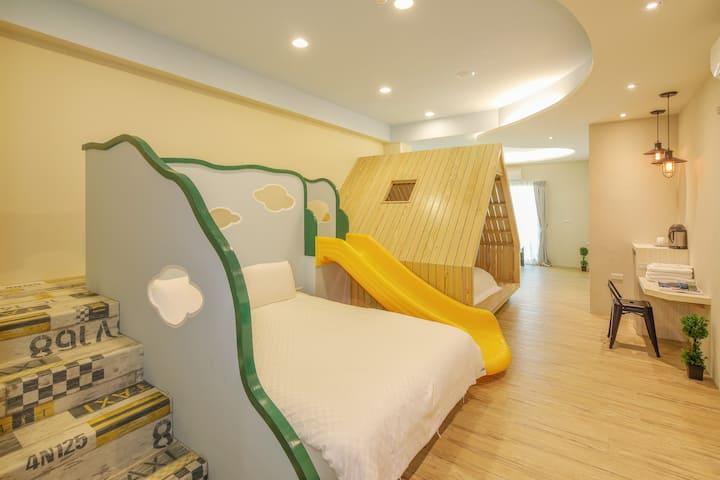 宜蘭羅東夜市 幸福YES民宿B&B旗艦館  小森林六人房可加床住到8人以上(合法住宿編號0235號)