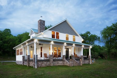 Beautiful  Farmhouse 180 Acres on Caney Fork River