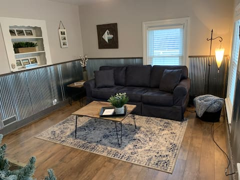 Cozy 1 Bed Apt in Vintage Downtown Ionia