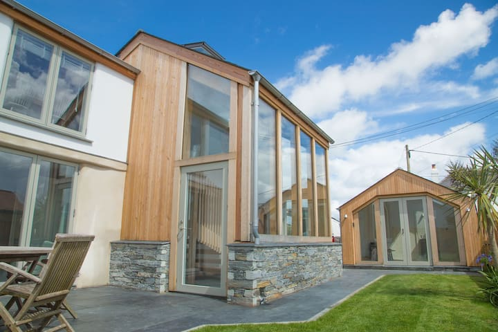 Stunning Home 1 mile from Constantine Bay.